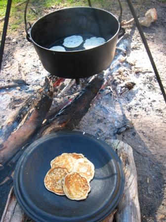 Slightly_heated_lid_setup_to_receive_cooked_pancakes.jpg