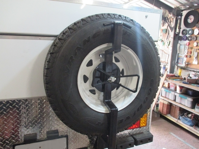 Spare_Tyre_Mount_04.jpg